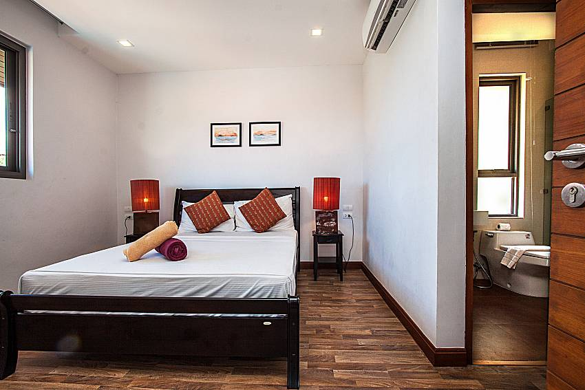 Bedroom with en suite bathroom of Ban Talay Khaw O12 (Four)