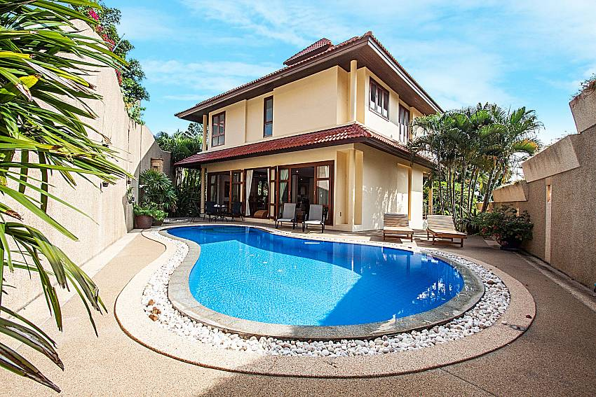 Large home with swimming pool of Ban Talay Khaw T15