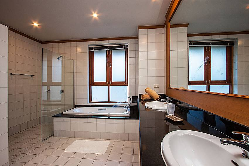 Basin wash with bathroom of Ban Talay Khaw T15