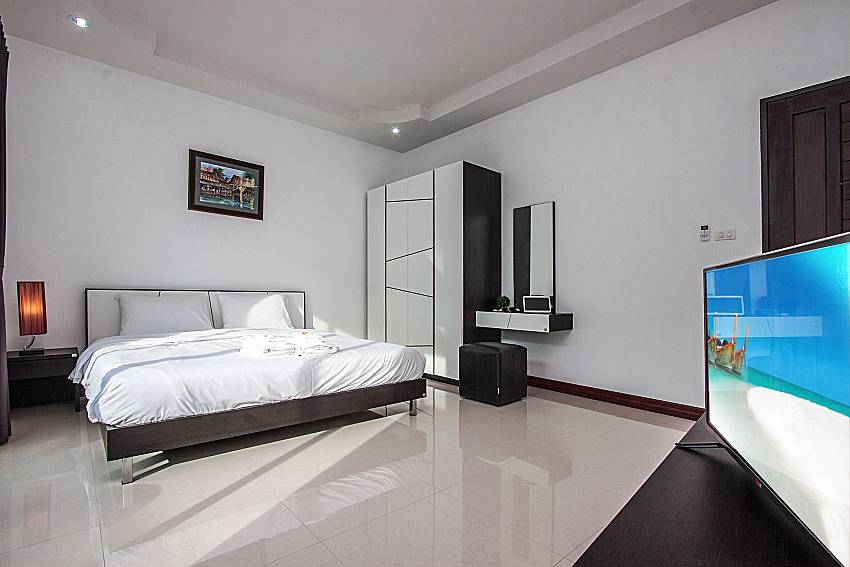 Bedroom with TV and wardrobe of Baan Kiet 1 (First)