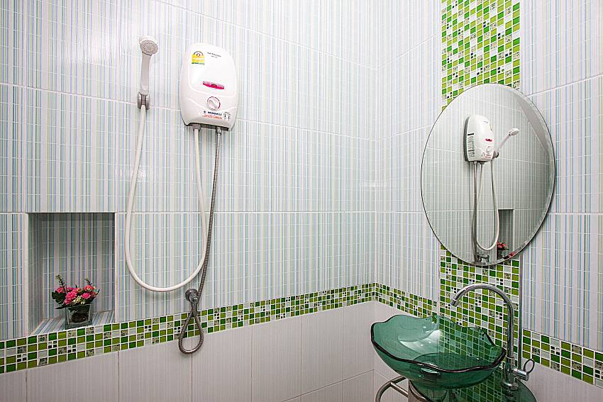Shower with basin wash of Baan Kiet 1