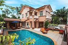 Schönes 2-stöckiges Ferienhaus mit Pool in Jomtien zum Mieten