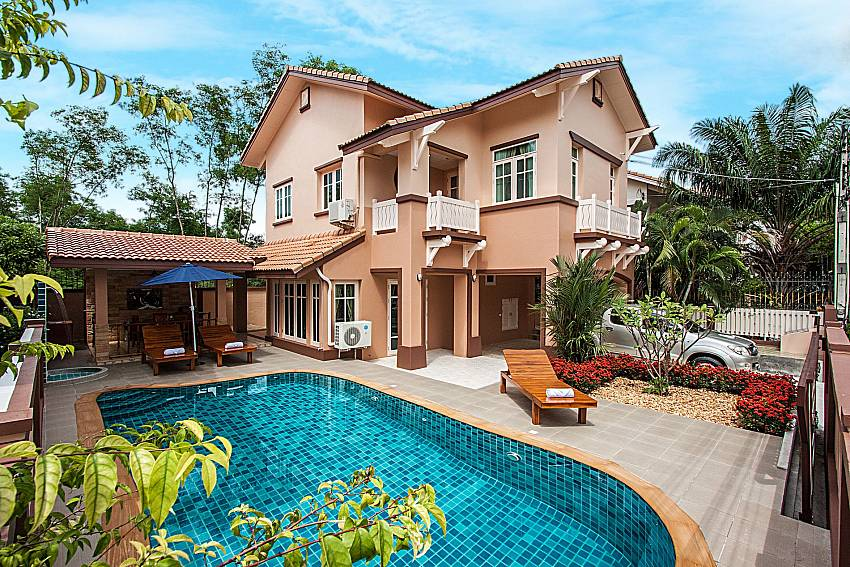 Large house with a swimming pool of Jomtien Summertime Villa C