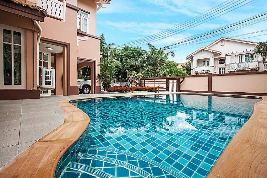 Swimming pool daytime of Jomtien Summertime Villa C