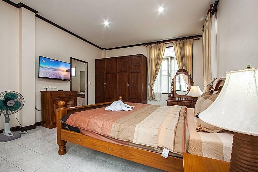 Bedroom with TV of Jomtien Summertime Villa C (First)