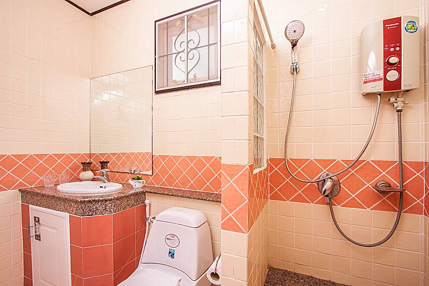 Bathroom with shower and toilet of Jomtien Summertime Villa C