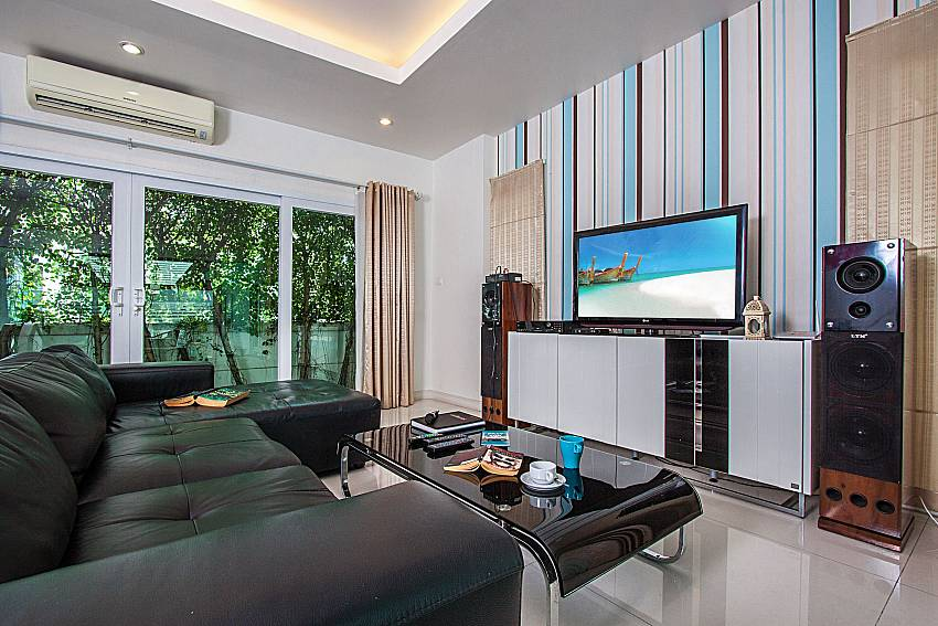 Living room with TV and stereo of Kancha villa