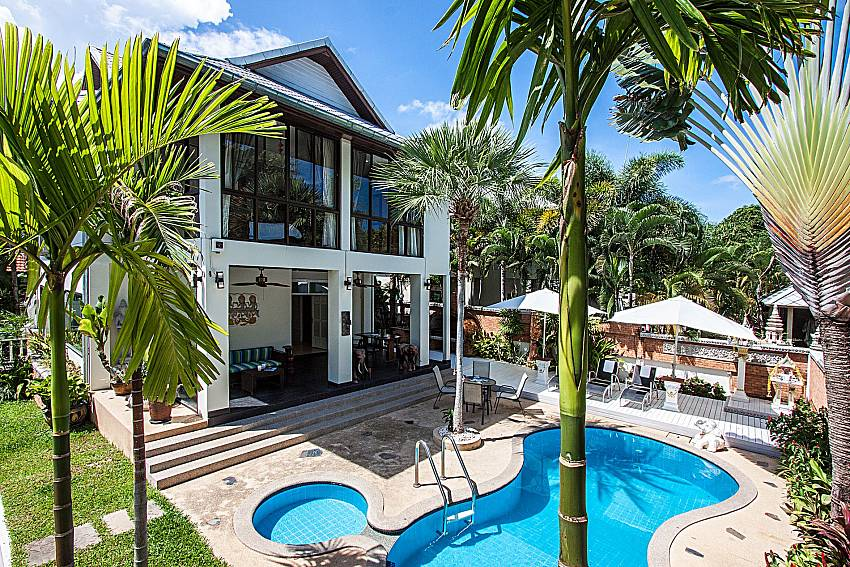 Large home  with a swimming pool of Villa Jairak