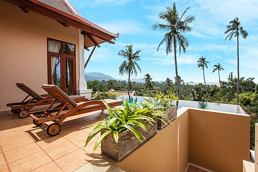 View beside the pool of Pailin Garden Palace