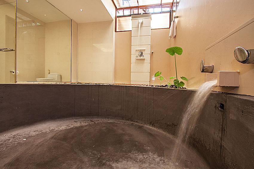 Jacuzzi tub of Pailin Garden Palace