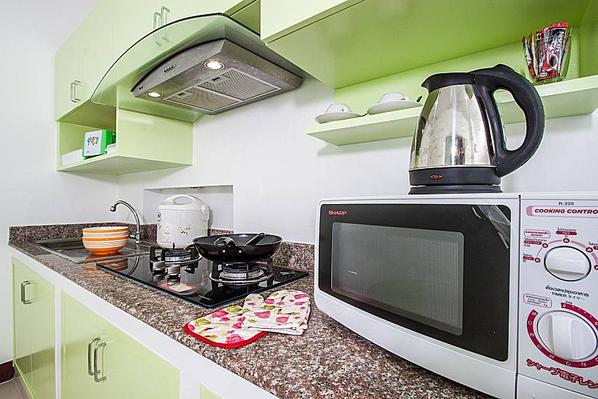 A microwave and a kettle in the cooking room of Baan kiet 3