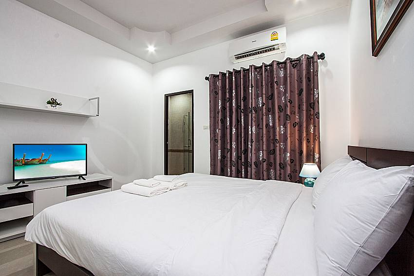 Bedroom with TV of Baan kiet 3 (Second)