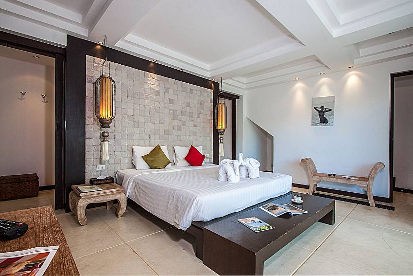 Bedroom with shelves of Niranon villa 21