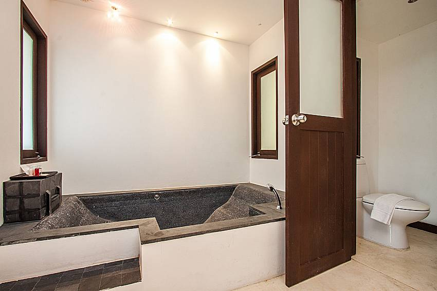 Jacuzzi tub next to toilet of Niranon villa 21