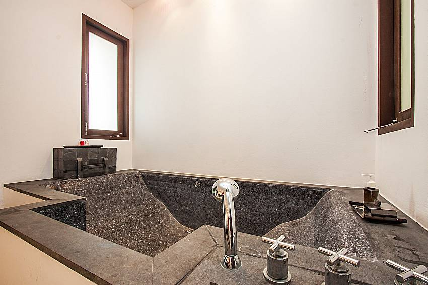 Jacuzzi tub of Niranon villa 21