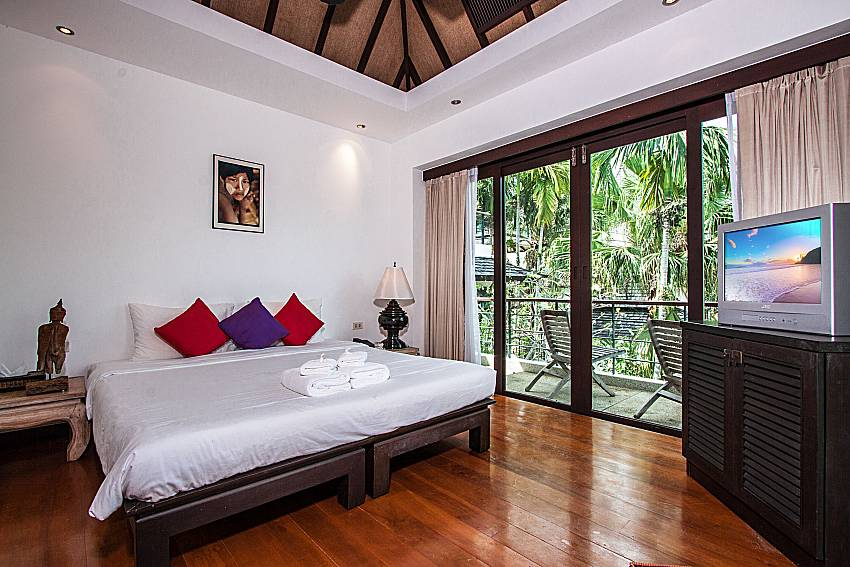 Bedroom with TV of Niranon villa 21