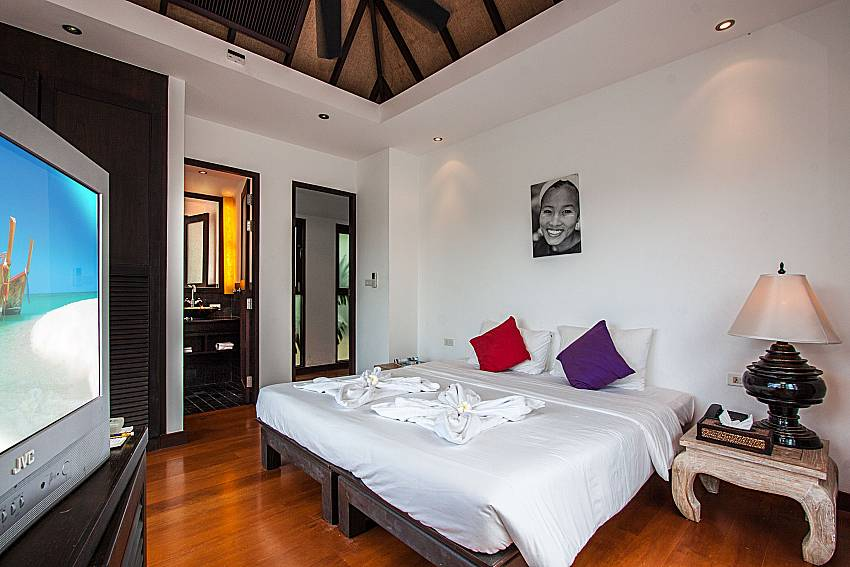 Bedroom with TV of Niranon villa 22