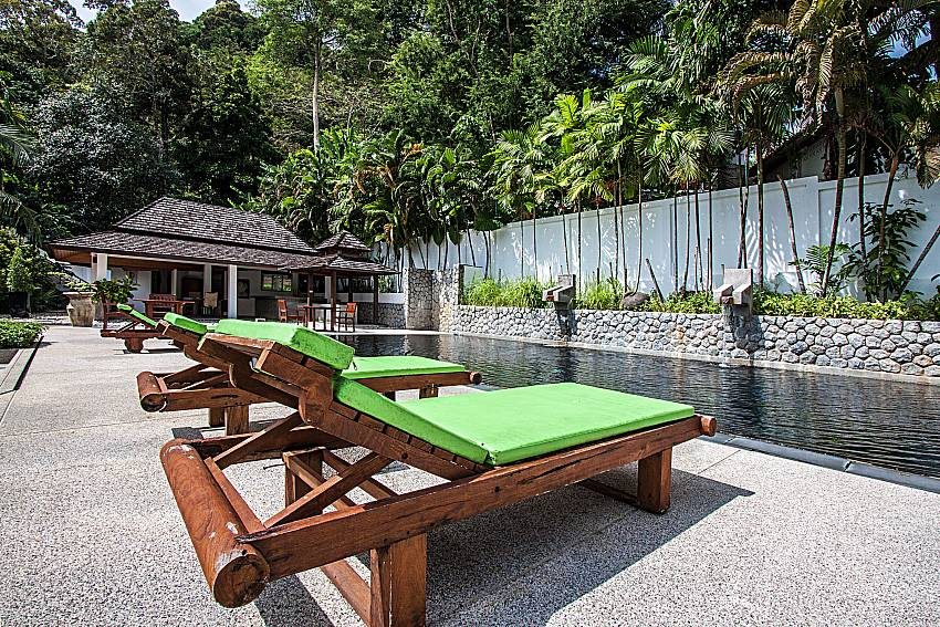 Overall atmosphere edge the pool of Niranon villa 11