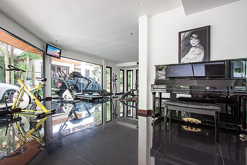 Fitness machines next to the piano of Niranon villa 11