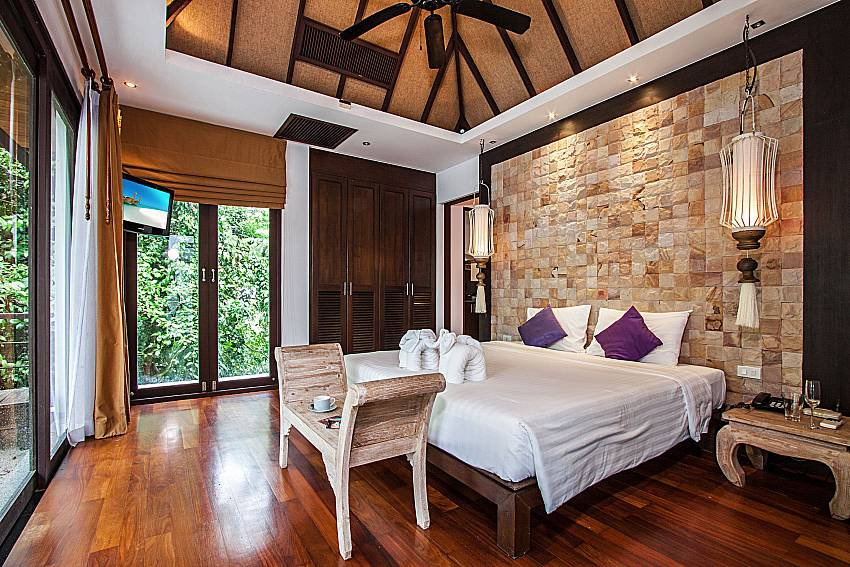 ฺBedroom with TV of Niranon villa 12