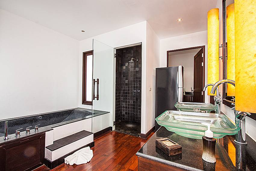 Basin wash with jacuzzi tub of Nirano villa 14