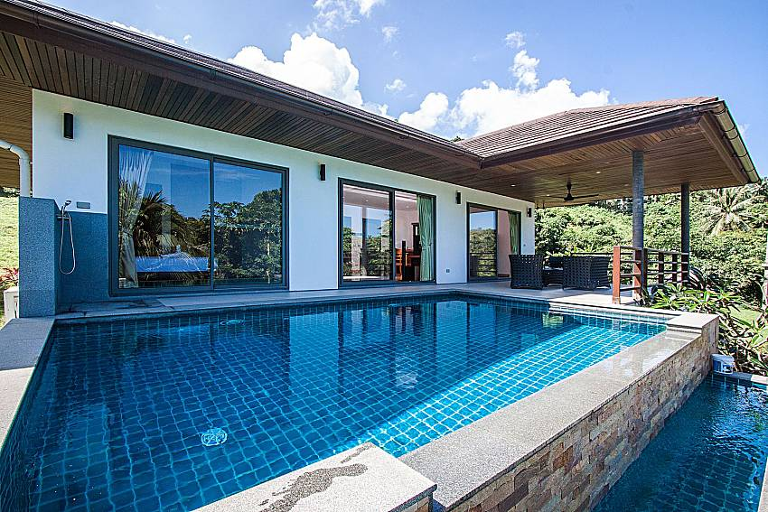 A large swimming pool in front of the house of Villa Gaw Sawan