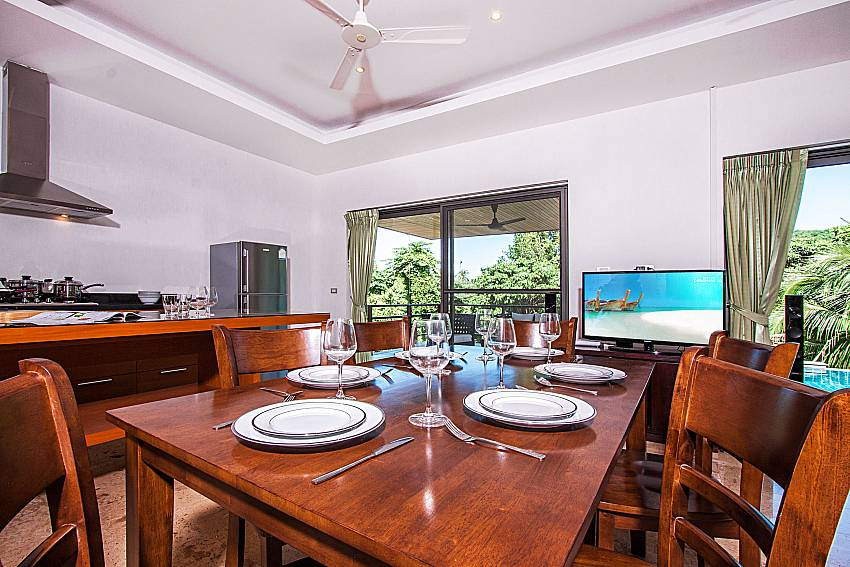 Dinning table with TV of Villa Gaw Sawan