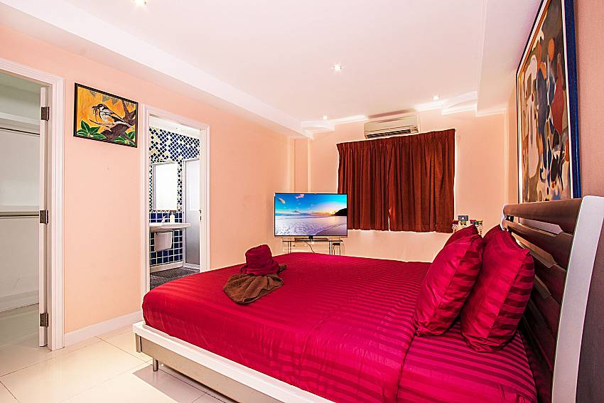 Bedroom with TV of Pratumnak Argyle Villa (Second)