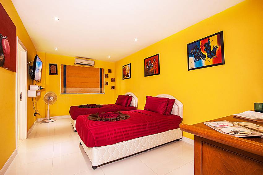 Colorful double bedroom is decorated with pictures of Pratumnak Argyle Villa (six)