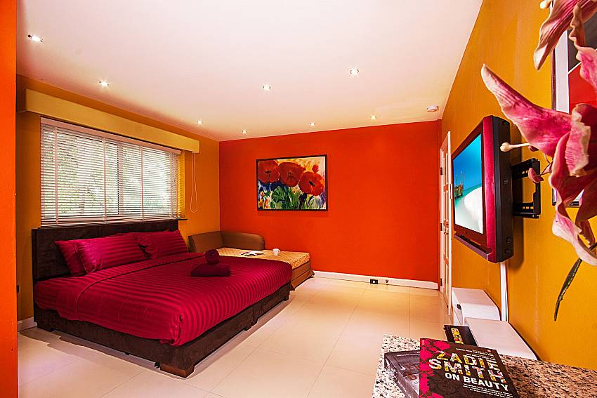 Bedroom with safa of Pratumnak Argyle Villa (Seven)