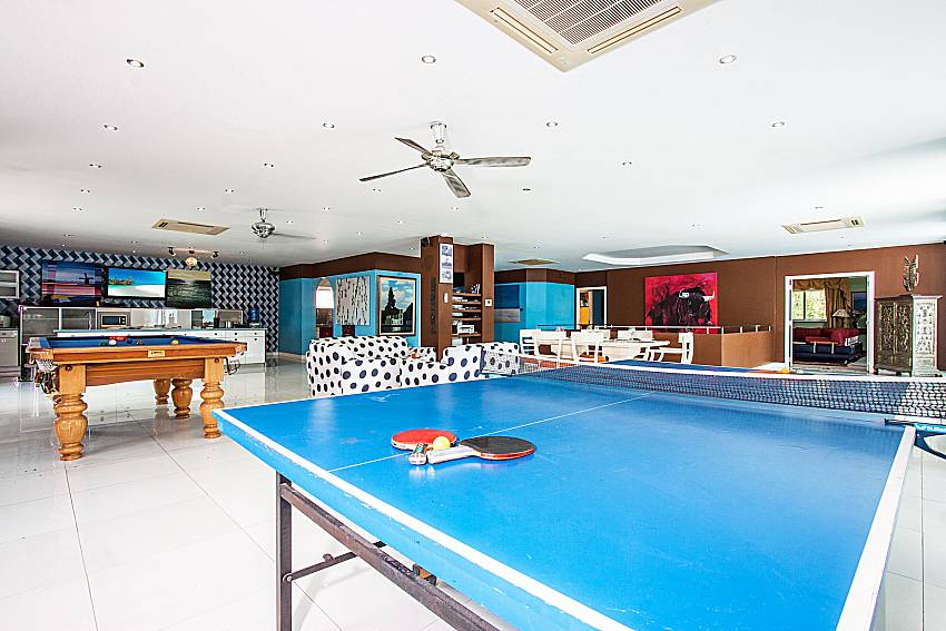 Table tennis next to pool table of Pratumnak Argyle Villa