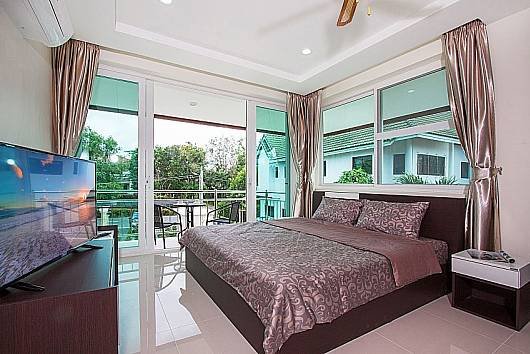 Rent Pattaya Villa: Siam Alexia Villa - 5 Beds, 5 Bedrooms.  baht per night