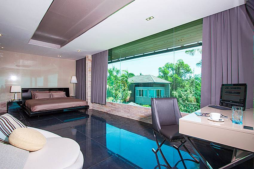 Bedroom with working area Villa Virote in Phuket