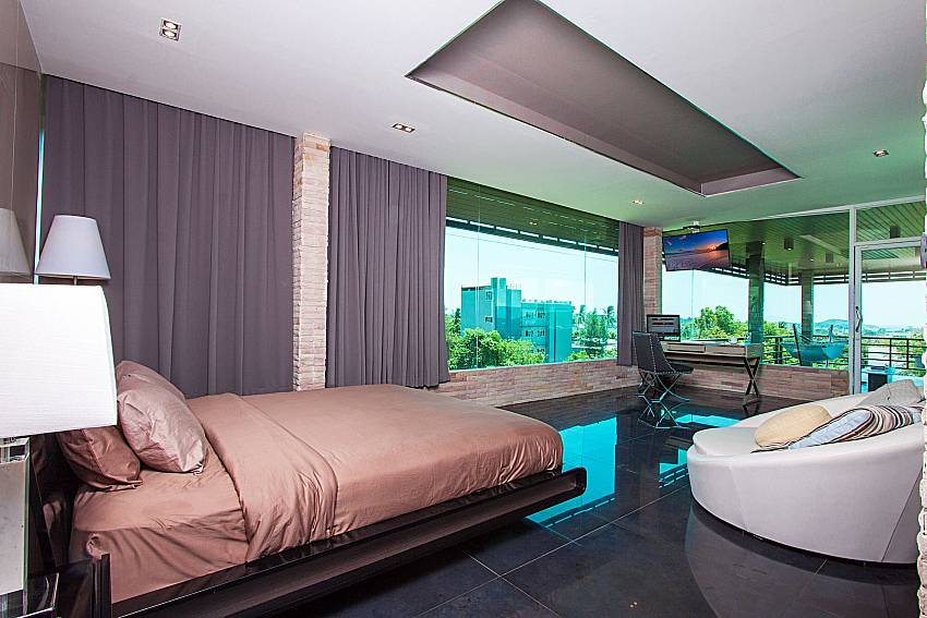 Bedroom with TV Villa Virote in Phuket