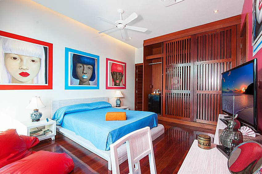 Bedroom with TV Un-Chan Villa in Phuket