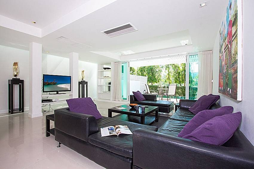 Living room with TV Yu-Pha Villa in Phuket