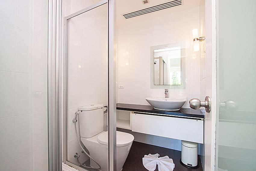 Bathroom Yu-Pha Villa in Phuket