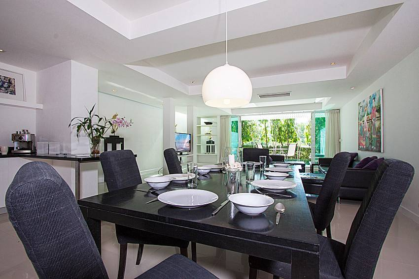 Dinning area Yu-Pha Villa in Phuket