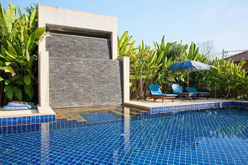 2 bett villa mit gemeinschaftspool nahe vom loch palm golf club phuket. Black Bedroom Furniture Sets. Home Design Ideas
