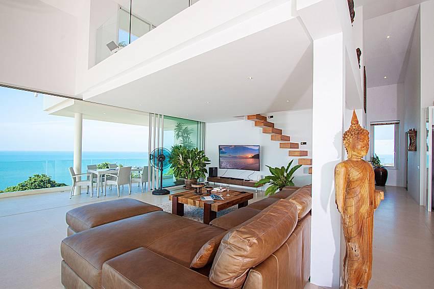 Living room with TV Villa Choeng Mon in Koh Samui