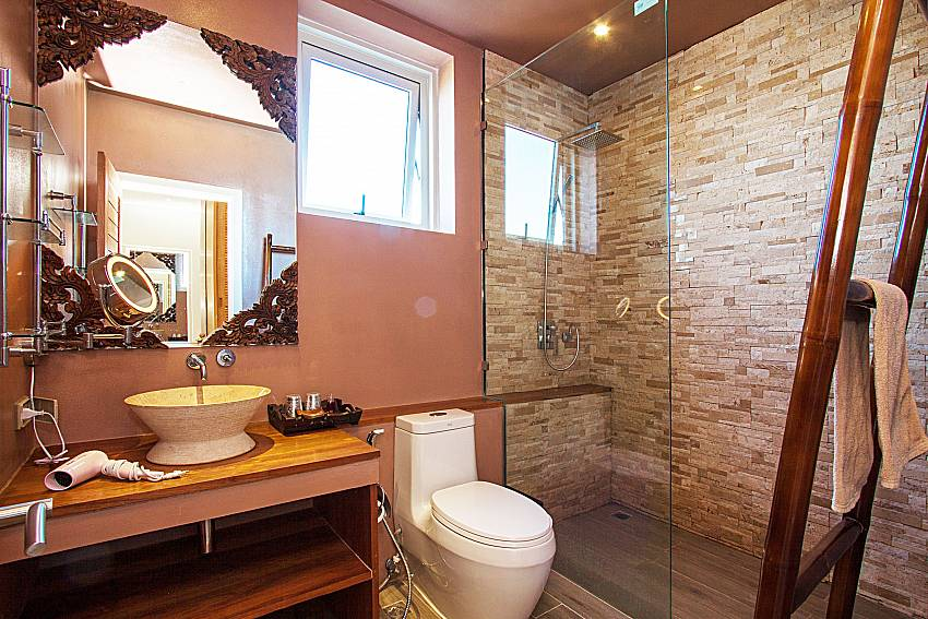 Bathroom with shower Villa Choeng Mon in Koh Samui