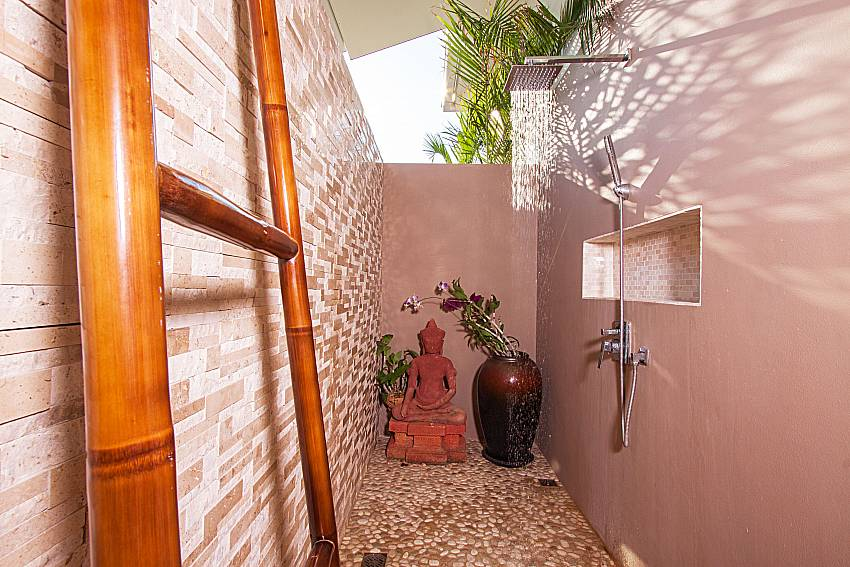 Shower Villa Choeng Mon in Koh Samui