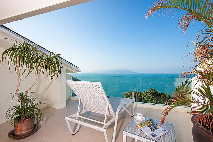Balcony with sun bed Villa Choeng Mon in Koh Samui