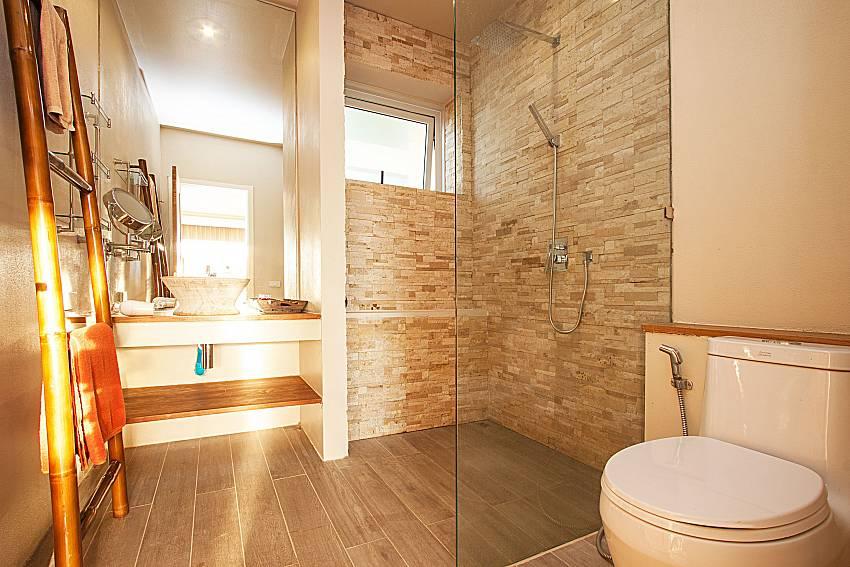 Bathroom with shower Villa Choeng Mon in Koh Samui