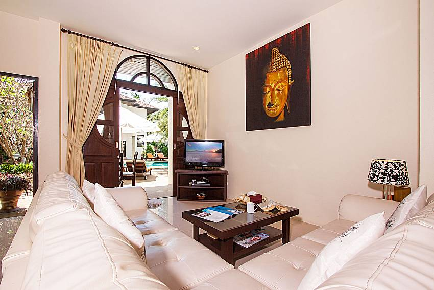 Living room with TV Maprow Palm Villa No. 1 in Koh Samui