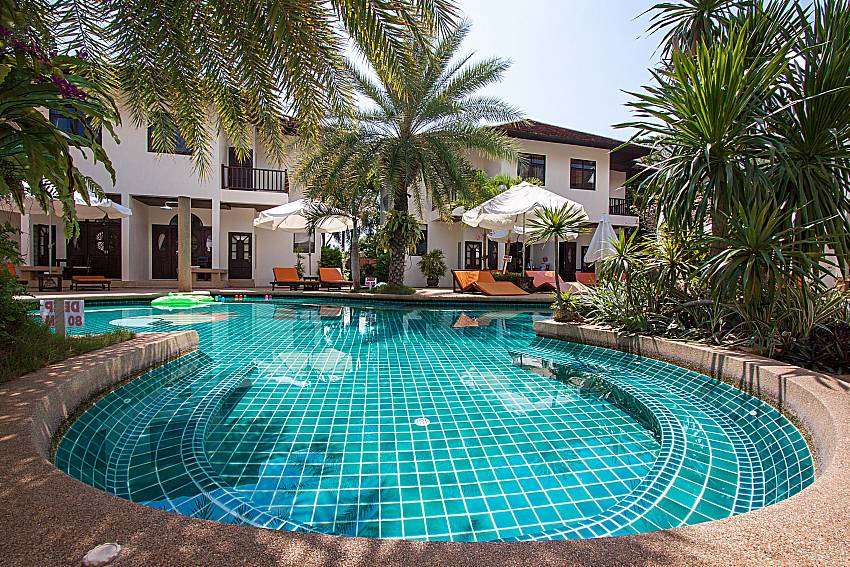 Swimming pool and property Maprow Palm Villa No. 1 in Koh Samui