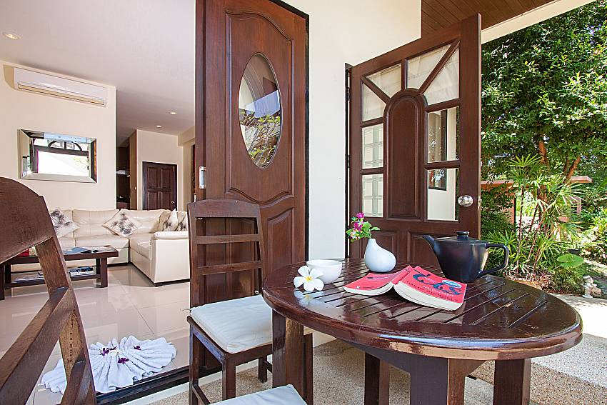 Seat and table Maprow Palm Villa No. 1 in Koh Samui