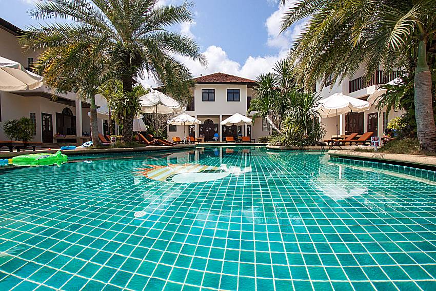 Swimming pool and property Maprow Palm Villa No. 3 in Samui
