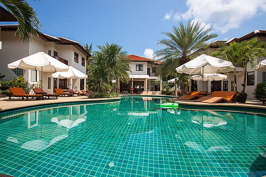 Swimming pool and property Maprow Palm Villa No. 7 in Samui
