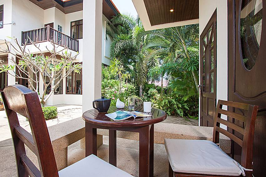 Seat and table Maprow Palm Villa No. 7 in Samui